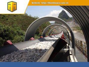 Băng tải có vai trò quan trọng trong các ngành công nghiệp, đặc biệt là công nghiệp nặng